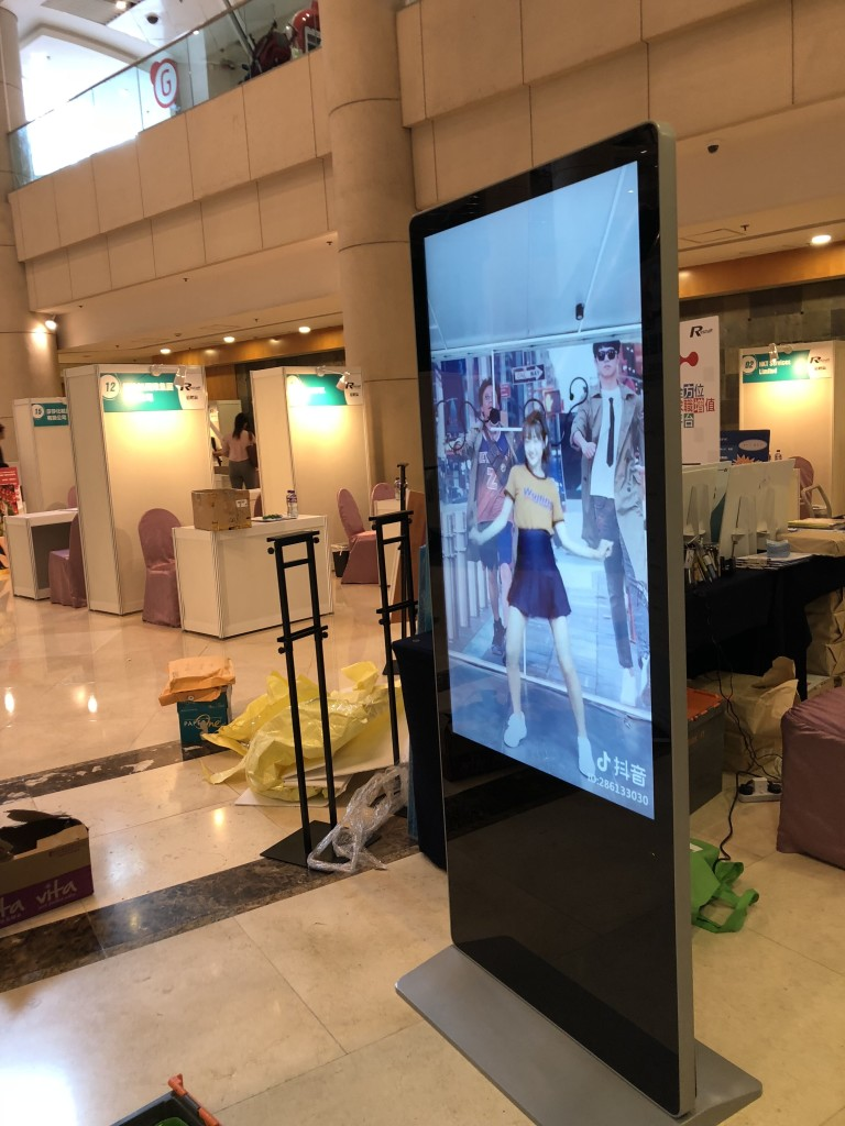 rental-lcd-advertising-monitor-2